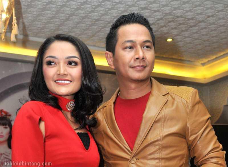 Diwarnai Kontroversi, Siti Badriah Wujudkan Mimpi Merilis Album Lagi Syantik