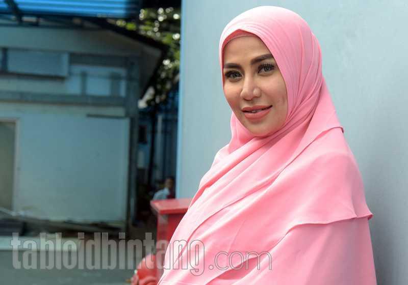 Pakai Hijab Syar'i, Cinta Penelope Hapus Semua Tato di Tubuhnya
