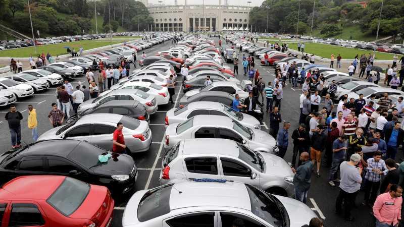 Diatur Seperti Taksi Konvensional, Driver Uber Demo Massal