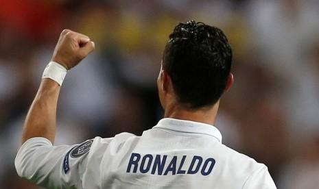 Figo Yakin Madrid Baik-Baik Saja tanpa Ronaldo