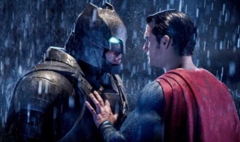 'Batman Vs Superman' Dinobatkan sebagai Film Terburuk 2016