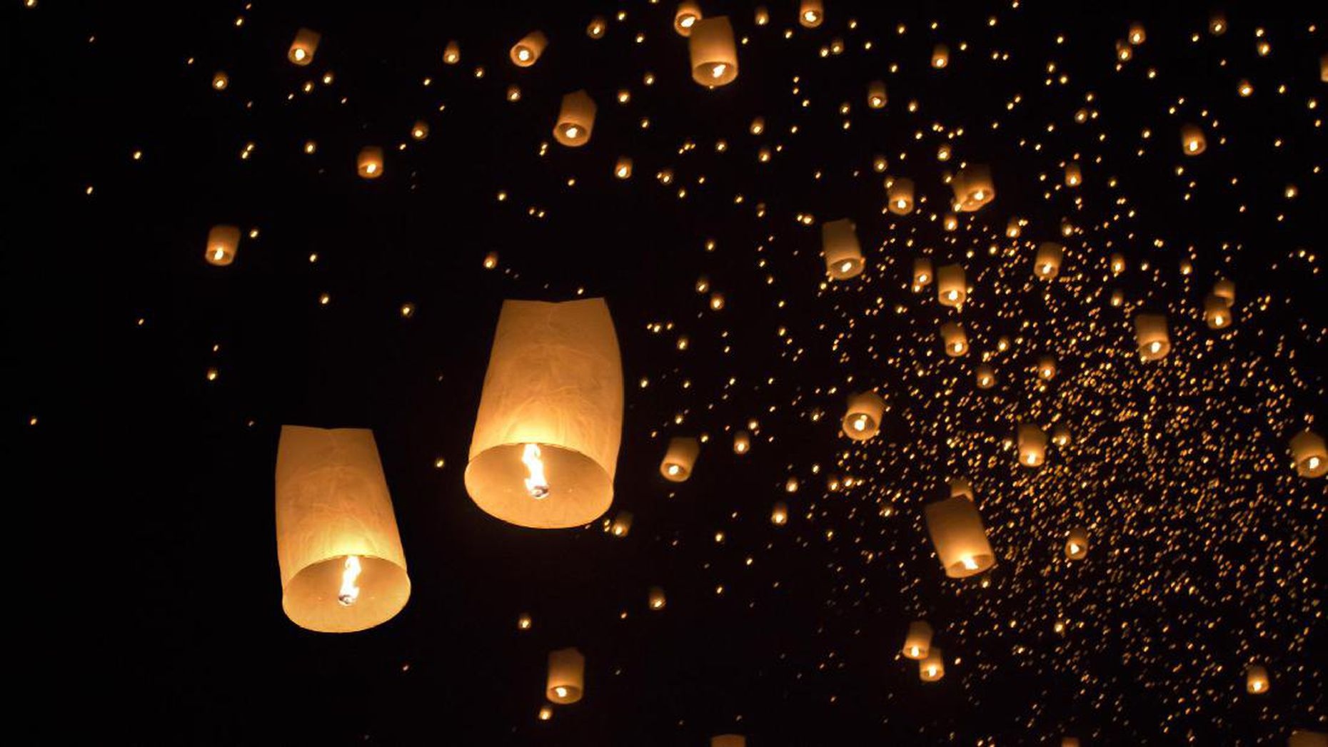 Langit Dieng Diterangi Ribuan Lampion