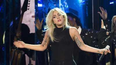 Fan Berang Patung Lady Gaga di Peru Mirip Alien