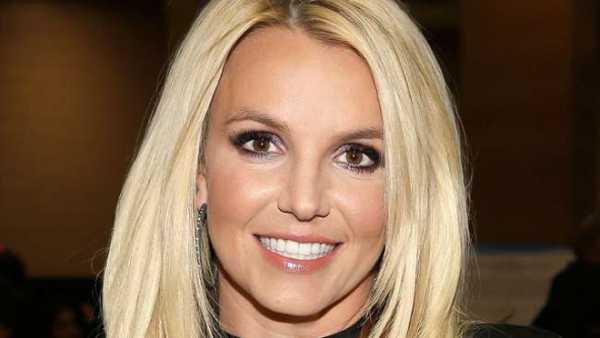 Dicap Belum Sembuh, Britney Spears Malah Tampil Mesra dengan Pacar