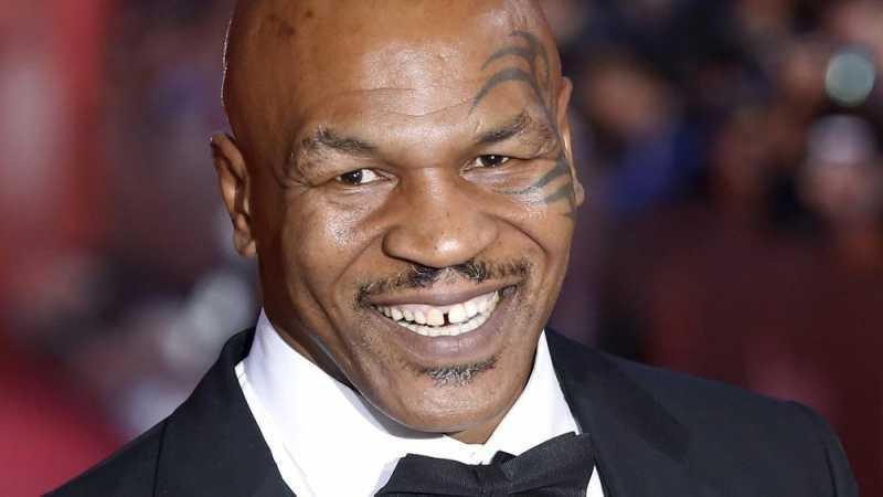 Mike Tyson Punya Taman Ganja, McGregor pun Suka Produknya