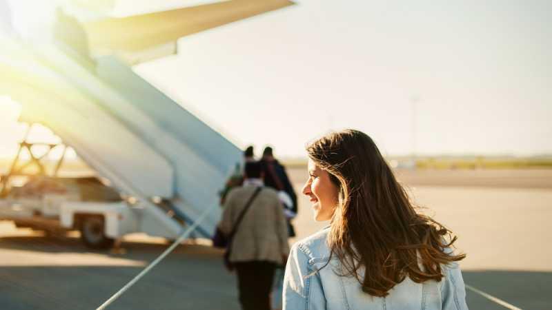 7 Tips Hindari Salah Kostum Saat Traveling Menggunakan Pesawat