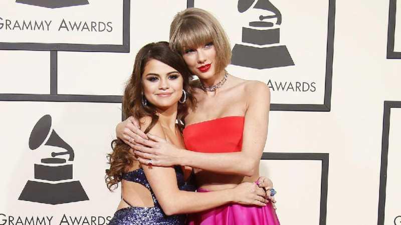 Selena Gomez Akui Sudah Dengar Isi Album Baru Taylor Swift