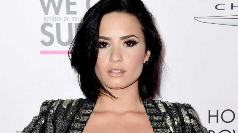 Demi Lovato Tetap Pede Tampilkan Selulit di Tubuhnya