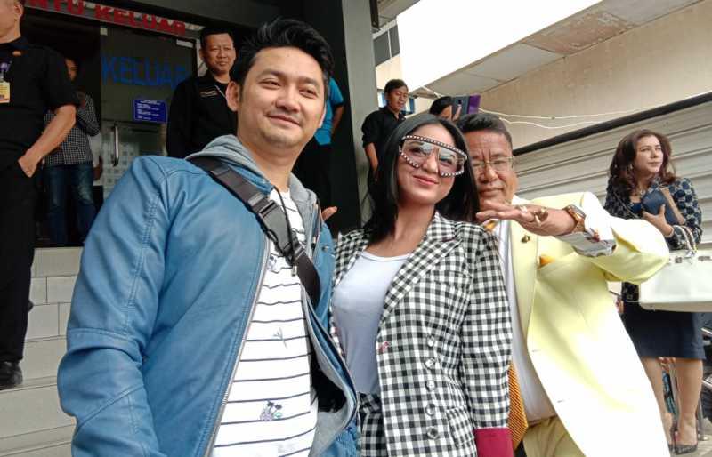 Tiba di Polda Metro Jaya, Dewi Perssik Mantap Polisikan Keponakannya