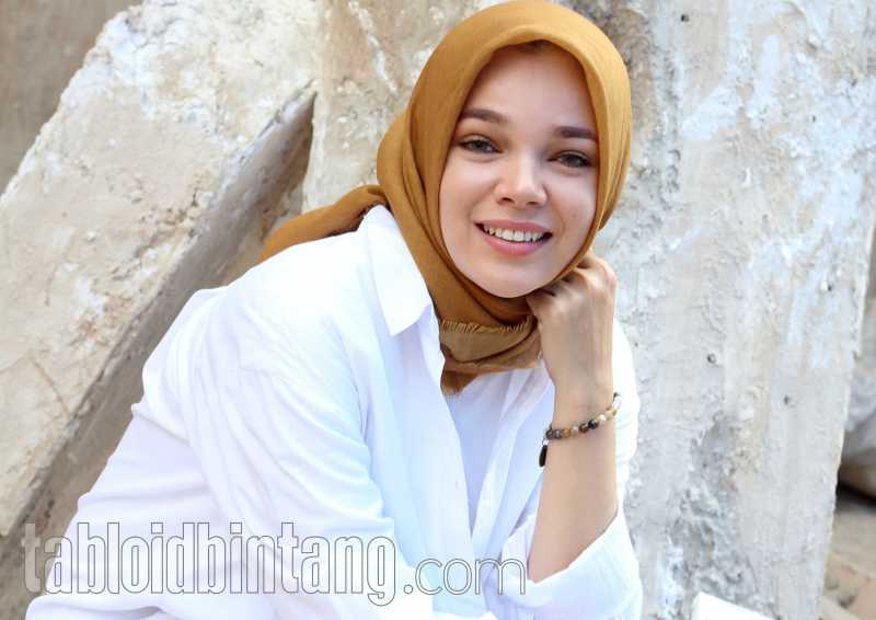 Dewi Sandra Menyayangkan Rina Nose Lepas Hijab