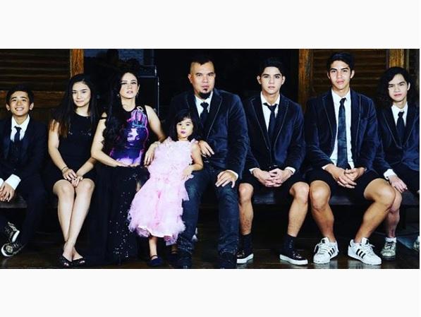 Ahmad Dhani Pamer Foto Keluarga dengan Mulan Jameela