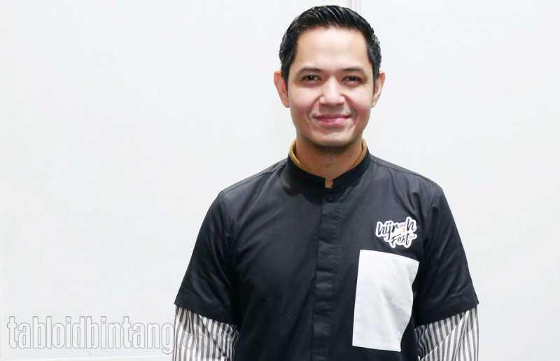 Ustadz Arifin Ilham Meninggal Dunia, Dude Harlino Kehilangan Guru yang Luar Biasa