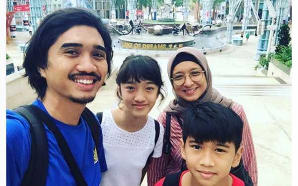 Duta Sheila On 7 Unggah Foto Keluarga, Penampilan Istri Berhijab Curi Perhatian