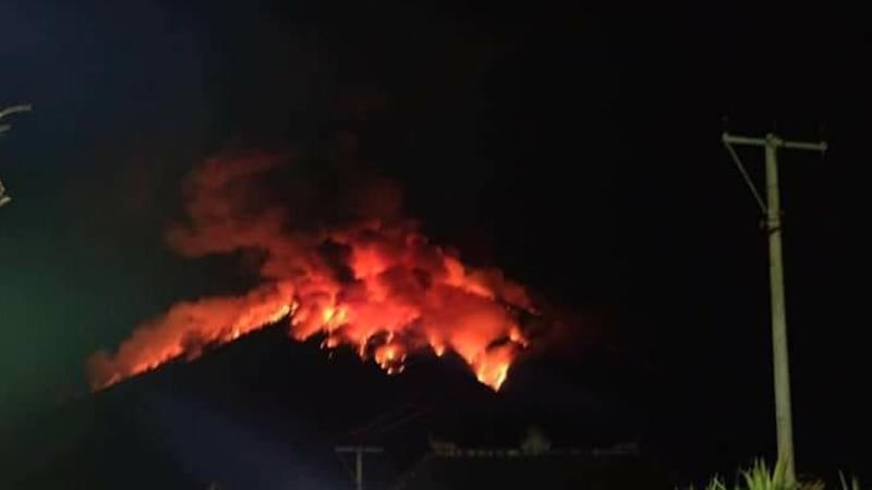 Lontaran Lava Pijar Gunung Agung Terjadi Selama 7 Menit, Penduduk Aman