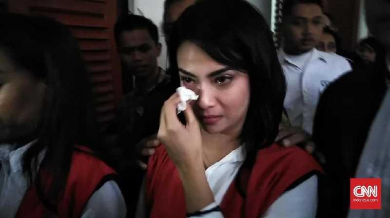 Vanessa Angel Menangis karena Hari Pertama Puasa di Penjara