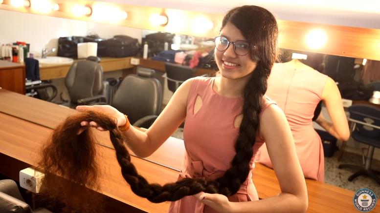 Nilanshi Patel, Remaja dari India dengan Rambut Terpanjang di Dunia