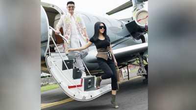Pose Manja di Tangga Pesawat Jet, Foto Syahrini Tuai Komentar Netizen