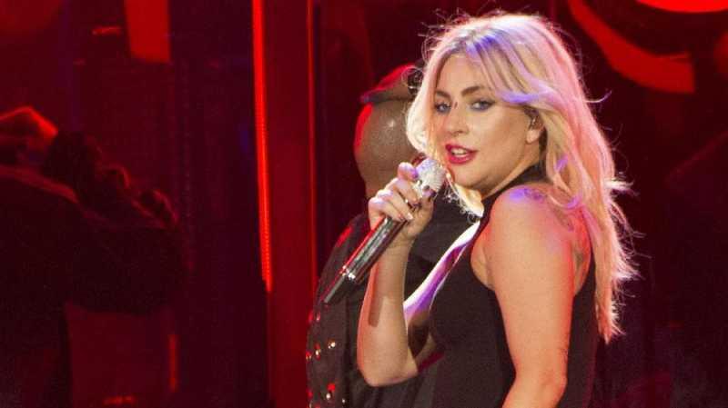 Lady Gaga Jadi Pengantar Piza untuk Pengungsi California