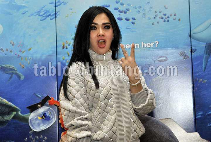 Syahrini Diusir Saat Nonton Drama Musikal Aladdin di Singapura