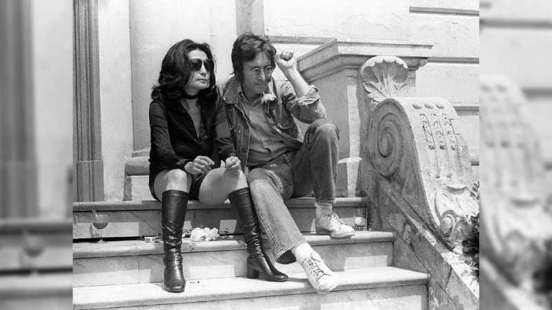 Pembunuh John Lennon Terpuruk dalam Sesal