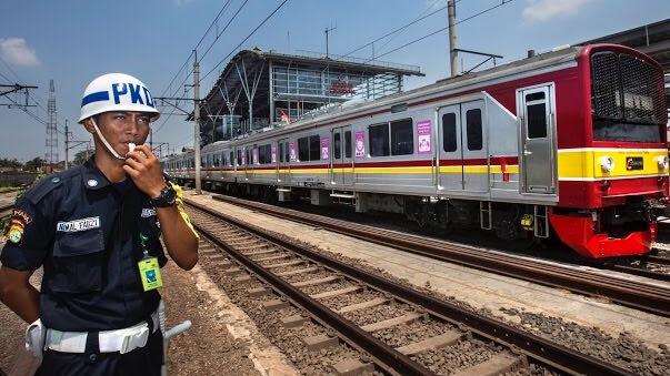 Semoga Tiket KRL Commuter Line Tidak Naik Desember Nanti