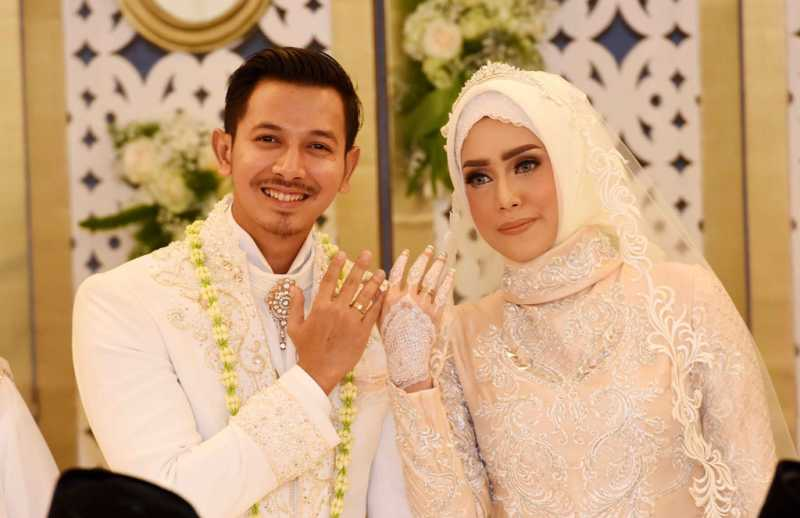 Fairuz A Rafiq dan Sonny Septian Resmi Menikah