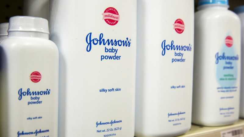 Johnson & Johnson Diklaim Tahu Bedaknya Mengandung Zat Penyebab Kanker
