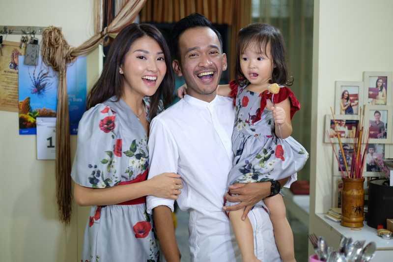 Ruben Onsu dan Sarwendah Rayakan Malam Tahun Baru Imlek di Rumah