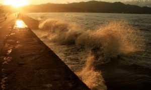 BMKG : Waspadai Gelombang Tinggi Hingga Enam Meter