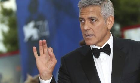 George Clooney Jadi Makcomblang Brad dan Jennifer