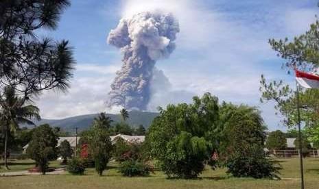 Gunung Soputan Erupsi Empat Kali Sejak Pagi