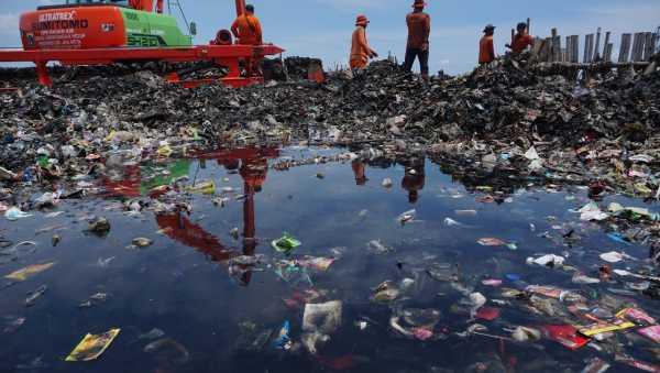 400.000 Ton Plastik Diperkirakan Masuk ke Laut Indonesia Setiap Tahun
