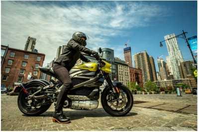 Ngecas Baterai Moge Listrik Harley-Davidson Sekarang Gratis