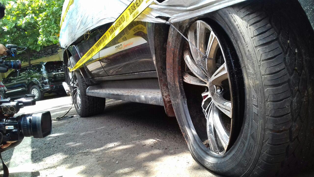 Melihat Seberapa Parah Kerusakan Toyota Fortuner Setya Novanto
