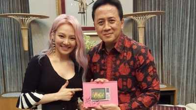 Taeyeon Jatuh dan Menangis Saat Tiba di Jakarta
