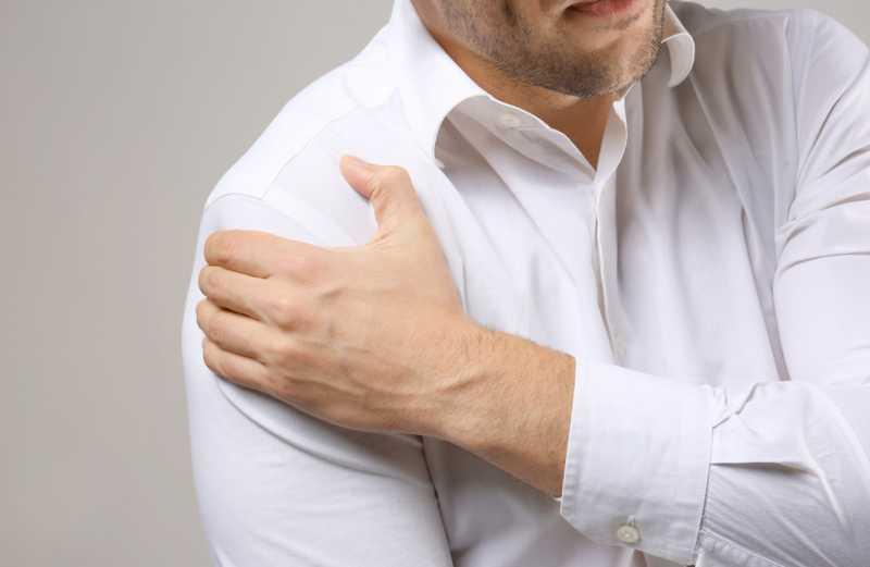 6 Obat Alami Sakit Bahu yang Mungkin Sudah Ada di Rumah Anda