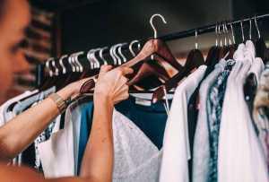 5 Tips Memilih Pakaian Saat Cuaca Panas Agar Tidak Mudah Berkeringat
