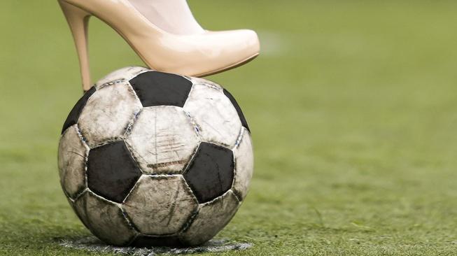 Via Vallen adalah Bukti Seksisme Memang Membelit Sepakbola