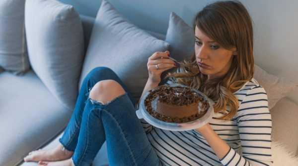 Rakus Makan karena Stres