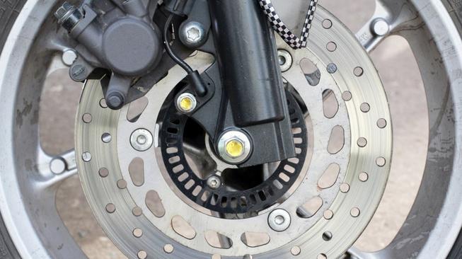 Rem ABS Pada Sepeda Motor, Seberapa Pentingnya Kah?