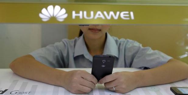 Nge-tweet Pakai iPhone, Dua Karyawan Huawei Akhirnya Dapat Sanksi