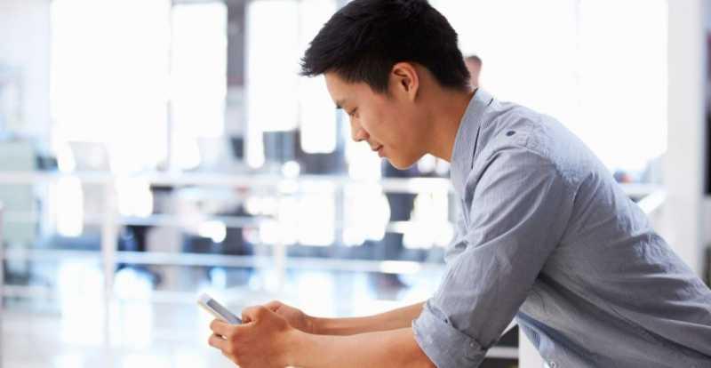 Keseringan Main Ponsel Bisa Ubah Bentuk Kepala