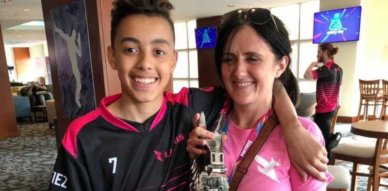 Bocah 15 Tahun Belikan Ibunya Rumah dari Hasil Bermain Game