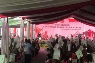 Jokowi Ganti Hadiah Sepeda dengan Foto Bersama