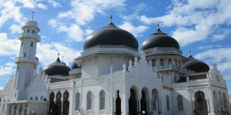 5 Masjid Indonesia yang Selamat dari Musibah Besar
