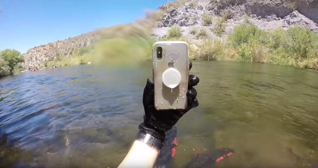 Dua Minggu Terendam di Sungai, iPhone X Masih Hidup