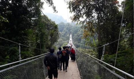 Ramainya Jembatan Gantung Terpanjang se-Asia di Sukabumi