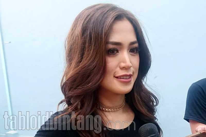 Raffi Ahmad Turut Bahagia, Jessica Iskandar - Richard Kyle Resmi Tunangan