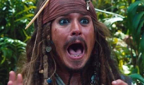 Johnny Depp Tuai Protes Ikut Film Fantastic Beasts