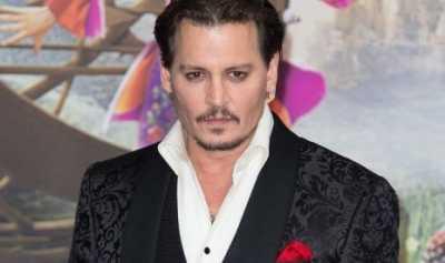 Johnny Depp Minta Maaf Setelah Mengancam Trump